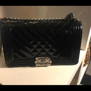 b5b65d1b871 Auth CHANEL Patent Chevron Quilted Medium Le Boy